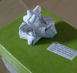 emballage cadeau boîte à chaussures customisée feuilles livre