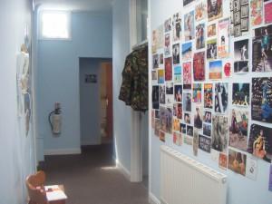 mur d'images couloir