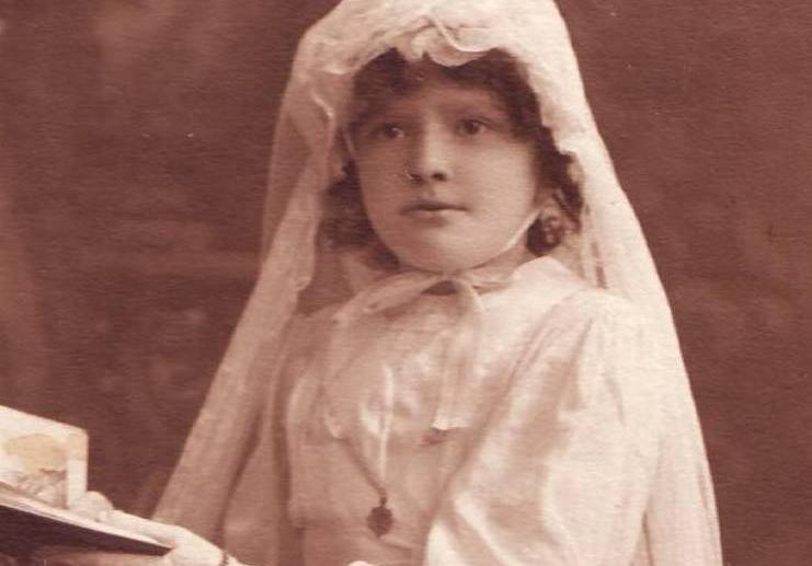 photo ancienne sépia communion jeune fille