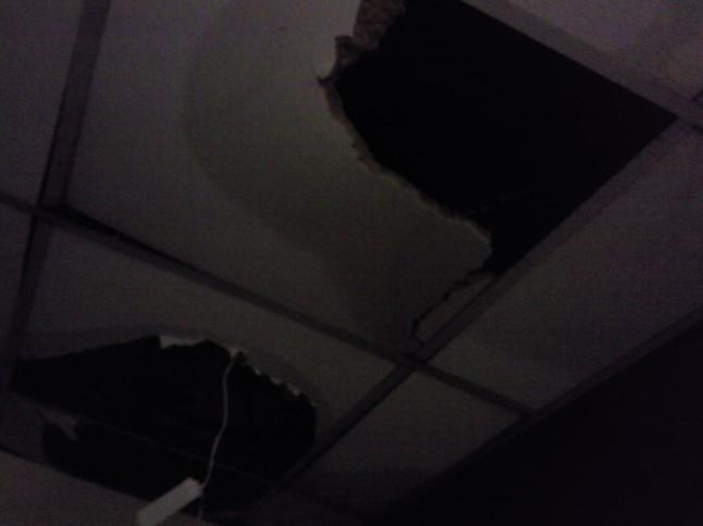plafond endomagé après rupture d'une canalisation