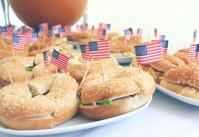 Un anniversaire sur le thème américain : hamburgers et bagels