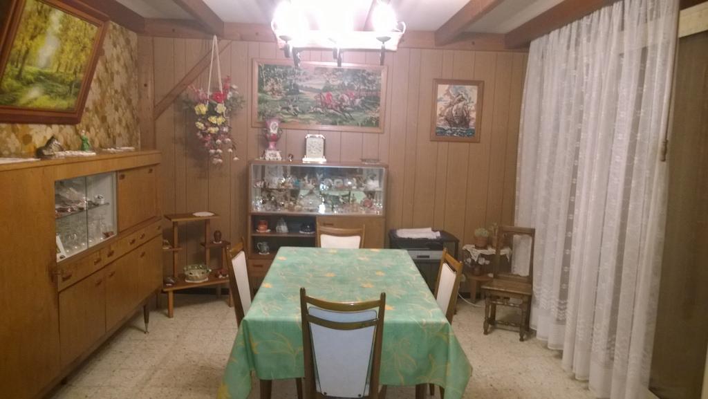 salle à manger avant nettoyage