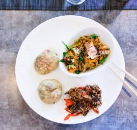 oyakis au bœuf et poivron, salade japonaise