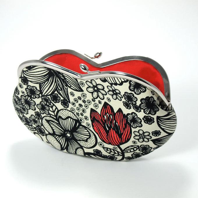 étui à lunettes noir fleur rouge fermoir porte-monnaie