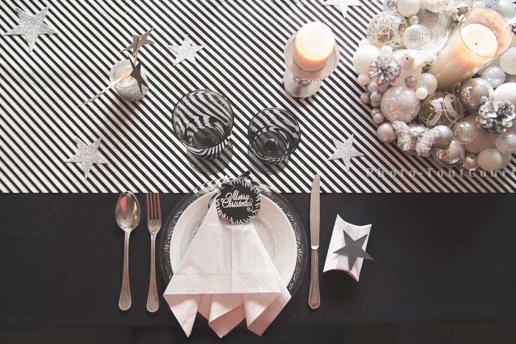 Table de no l en noir et blanc graphique chic et pas for Serviette de table noir