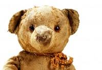 vieil ours en peluche abîmé