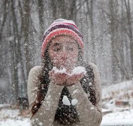 s'amuser dans la neige - les joies du mois de décembre