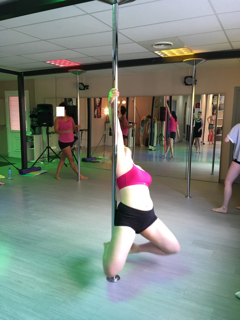 front hook pole dance