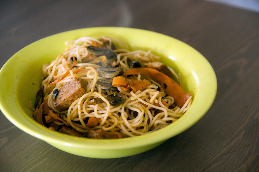 Recette Nouilles Chinoises Aux Legumes Et Tofu Marine Sous Notre
