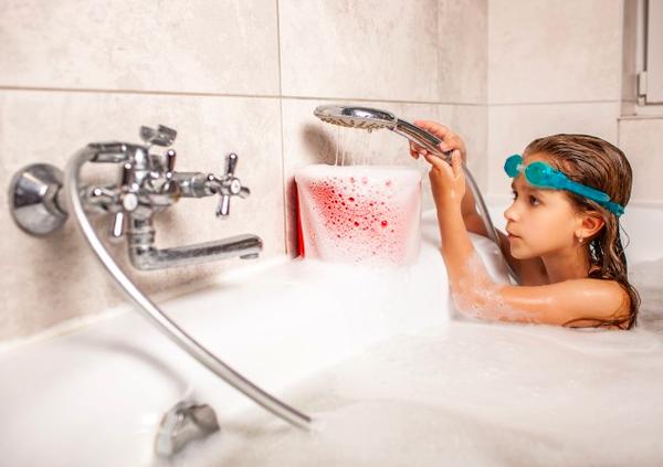 douche ou baignoire pour les enfants